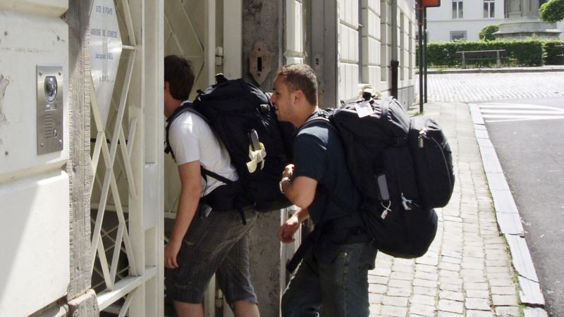 Hostel Chain Targets New Generation of Backpackers