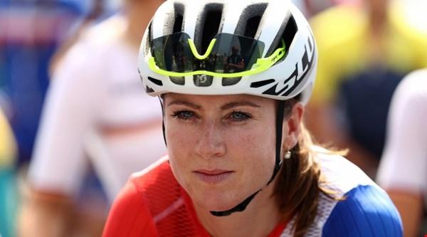Dutch cyclist Annemiek van Vleuten posts image of facial injuries following Rio horror crash