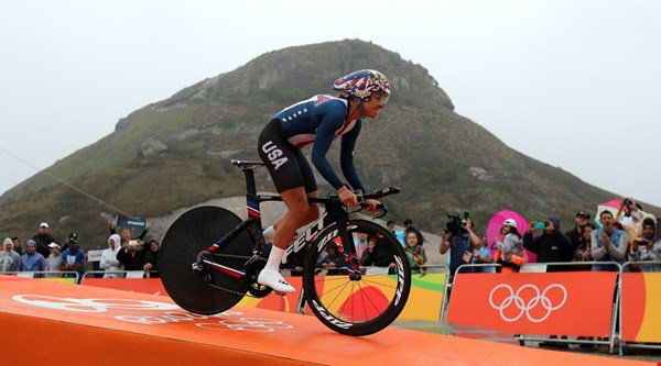 Twitter was very happy when Kristin Armstrong beat Russian ex-doper in the women's cycling