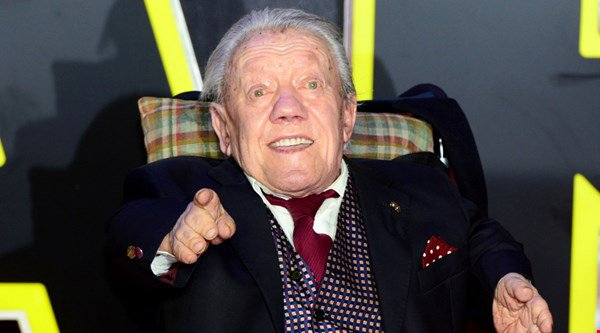 Star Wars actors and fans pay tribute to R2D2 actor Kenny Baker who has died aged 81