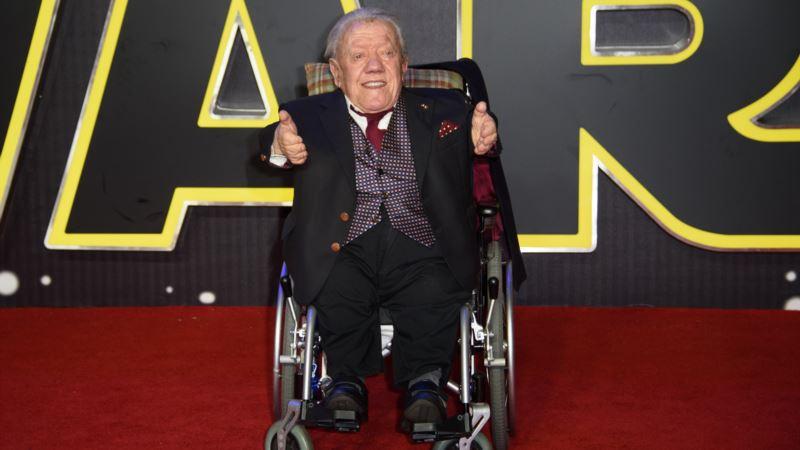 Kenny Baker, Beloved as Star Wars' R2-D2, Dies at 81