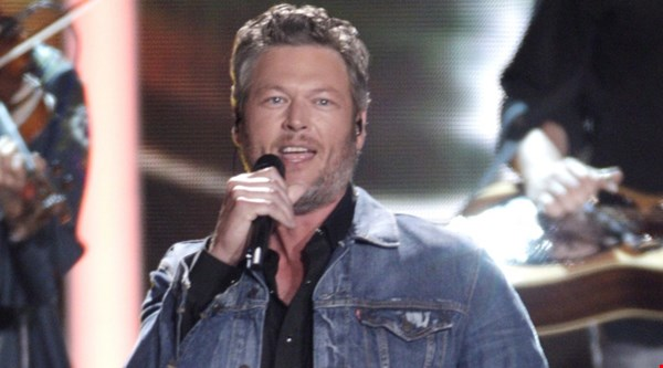 Blake Shelton apologises for tweets, denies being hateful