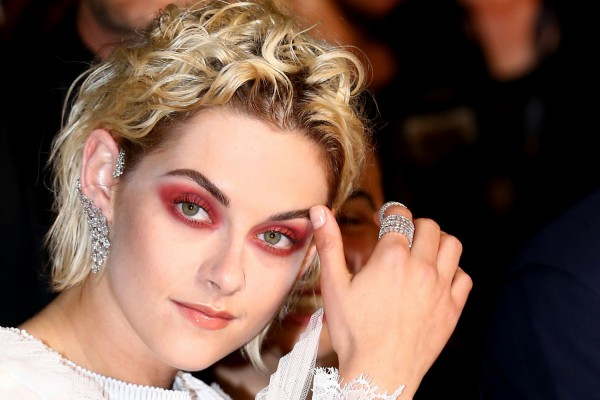Red Alert: How To Do Kristen Stewart's Red Smokey Eye