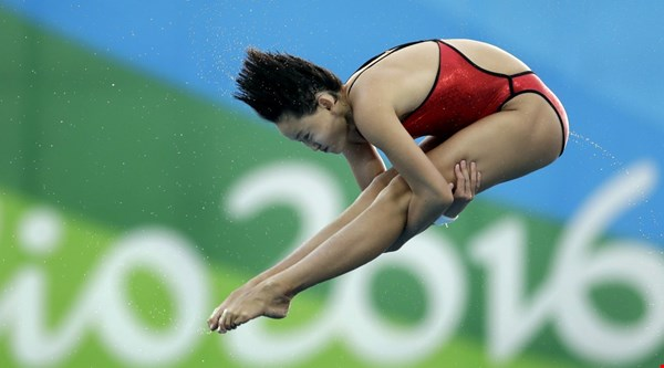 This Olympic diving champion is only 15 and viewers are feeling very inadequate