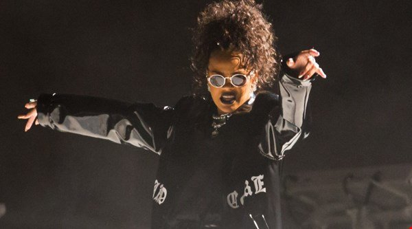 Rihanna revealed a new look on the second day at V Festival
