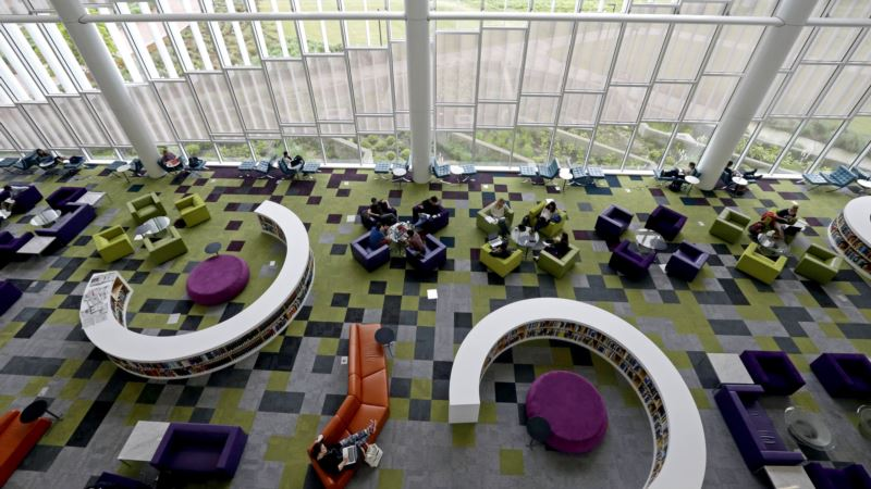 US College Libraries Reinvented for Digital Age