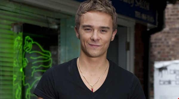 Corrie's David Platt set for a beating at thugs' boozer