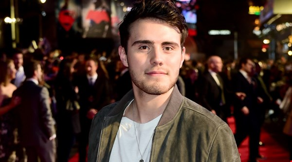 Has Alfie Deyes cleared up Zoella engagement rumour?