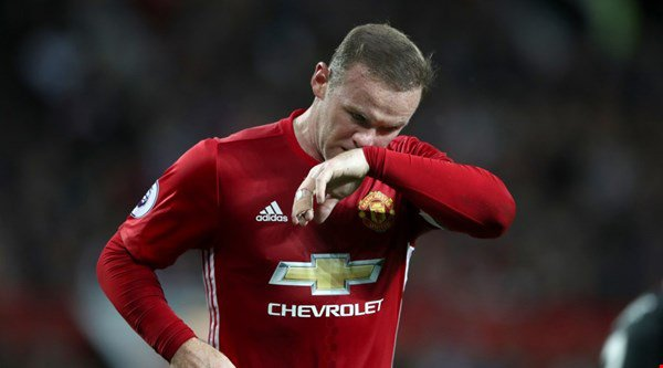 Wayne Rooney kept giving possession away during Man United v Hull… and fans were helplessly frustrated